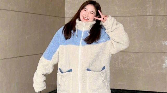 胖女生冬季这样穿,打造洋气还不显臃肿的look,比瘦女生还要美!