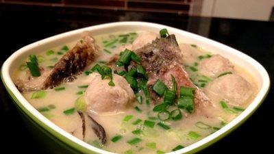 鲢鱼丸子汤的做法,担心鱼刺,鱼腥味?两招使鱼刺鱼腥味消失。