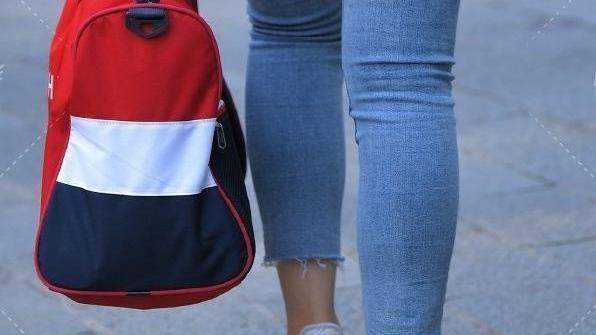 各种衬衣,高腰牛仔裤,亮面平底鞋,清新舒适,气质十足