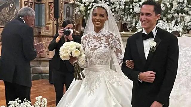 米兰达·可儿携夫参加维密天使最美黑珍珠婚礼,仨娃妈美成小仙女