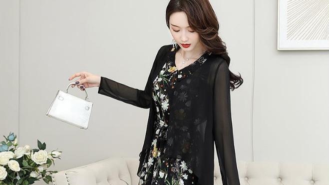 减龄雪纺连衣裙两件套,气质加分每一个转身尽显优美身姿