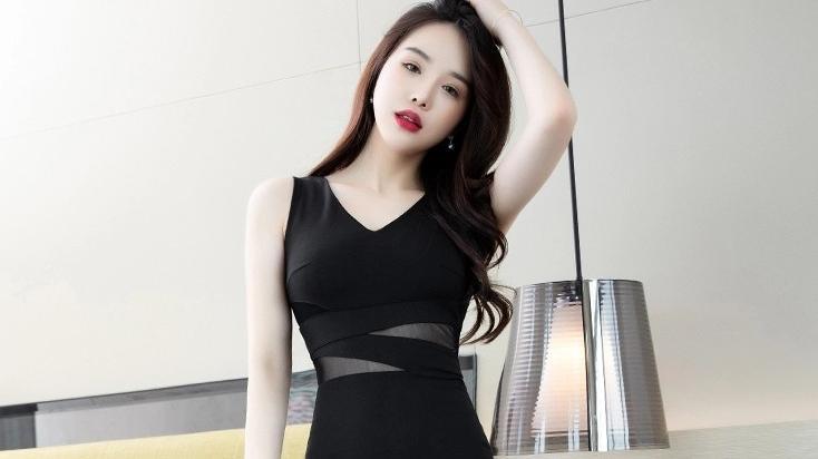 气质女装,V领短袖包臀连衣裙,要的就是性感高挑