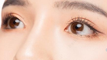 眼部精华和眼霜有什么不同?
