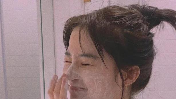 敏感肌早上要不要洗脸?三个小细节,让你脸部肌肤更细腻