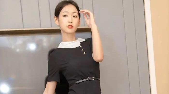 黑色连衣裙美女搭配高跟鞋,是如此有魅力!穿出高贵与优雅的气质