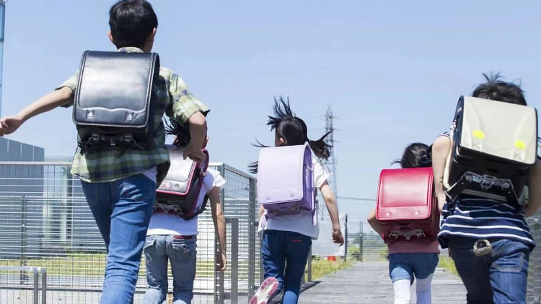 """日本小学生为什么背""""硬式双肩包""""?"""