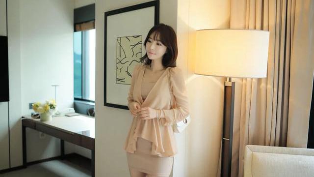 韩国嫩模,都市佳人抹胸包臀裙,妩媚动人