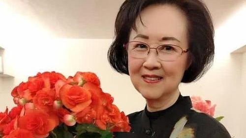 年过80穿衣仍端庄文气,琼瑶阿姨的搭配哲学,真值得中老年妈妈学