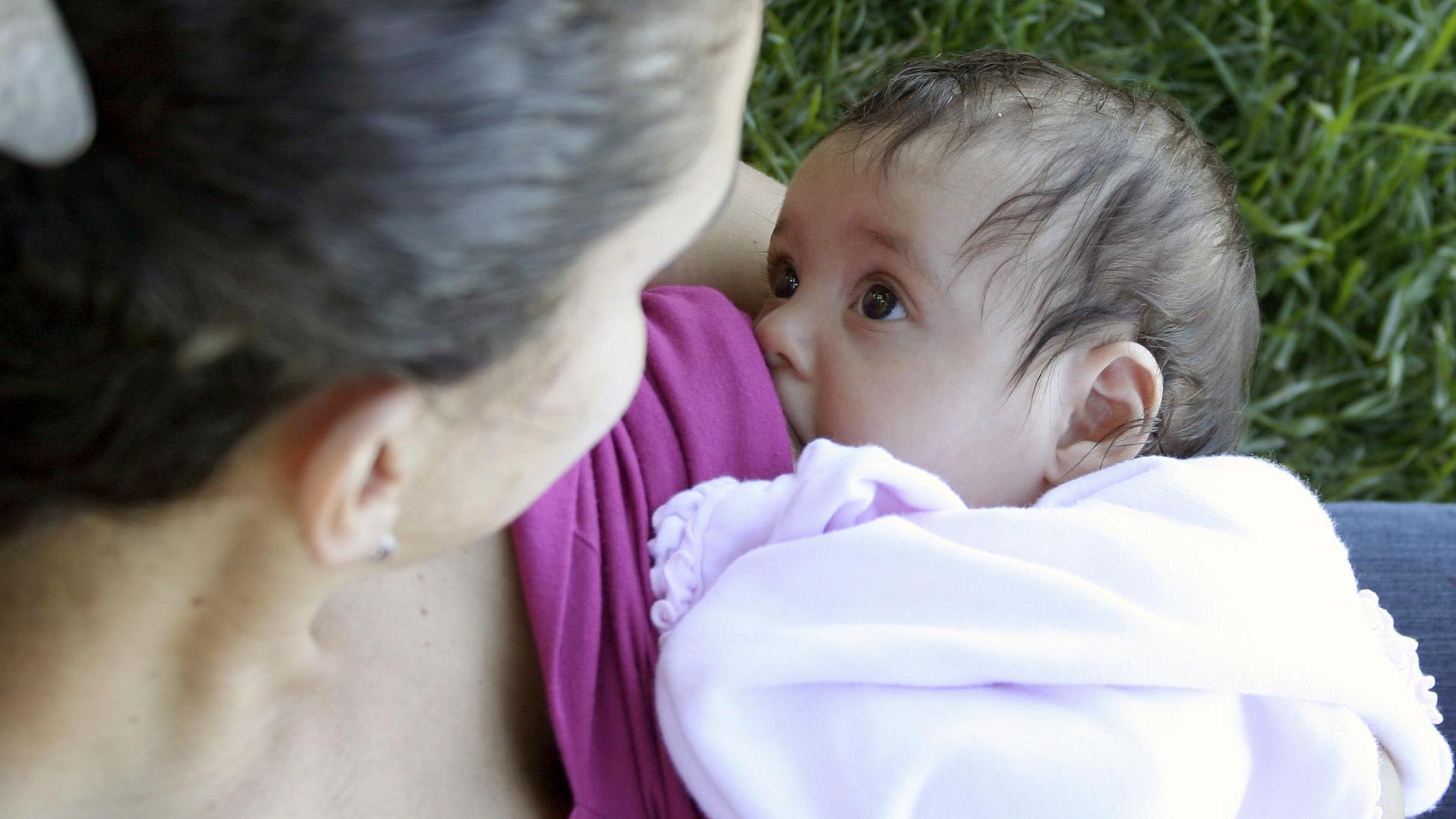 吃母乳的孩子和吃奶粉的孩子有什么不同?五方面差异很明显