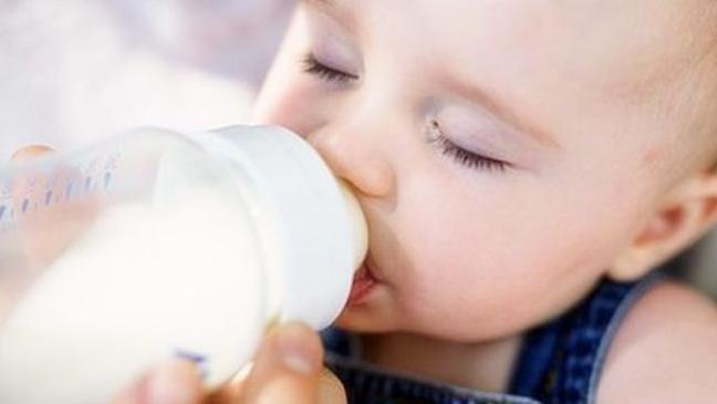 """给婴儿冲泡奶粉有技巧,如果忘记""""关键动作"""",容易影响孩子成长"""