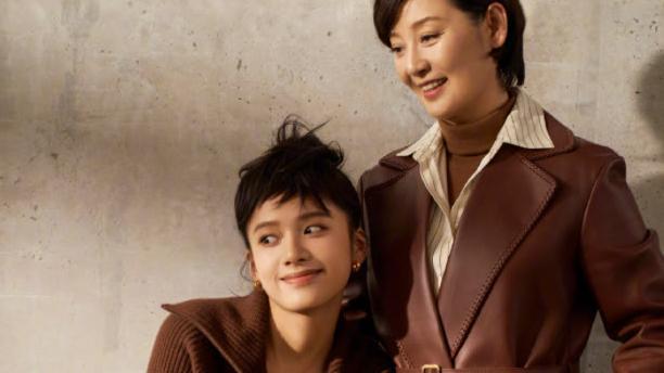 徐帆把秋装穿得好有质感,同色搭配优雅还显贵,50岁妈妈可以照搬
