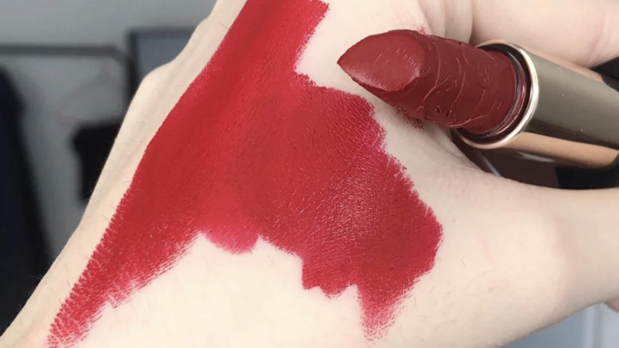 对于女孩子来说,这些口红色号,让你涂后显得嘴巴水嘟嘟的感觉