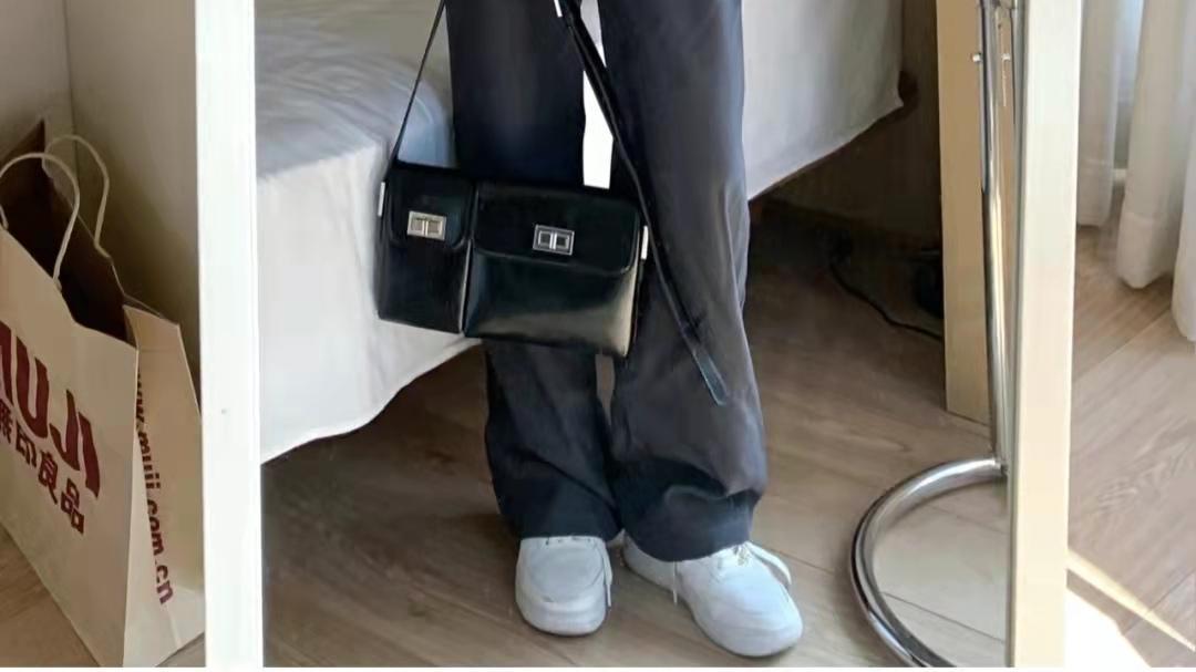 灰色裤子搭配什么颜色上衣好看