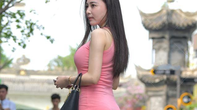 粉色棉质连衣裙穿搭,时尚性感,温婉优雅的淑女风着装