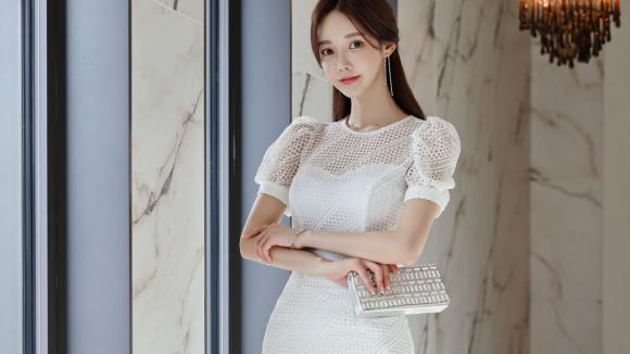 女神孙允珠的时尚搭配:温柔纱梦刺绣浮雕清秀雪纺裙