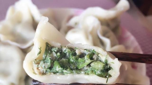 包饺子比荠菜鲜嫩,每周吃一次,湿气消失了告别大肚腩