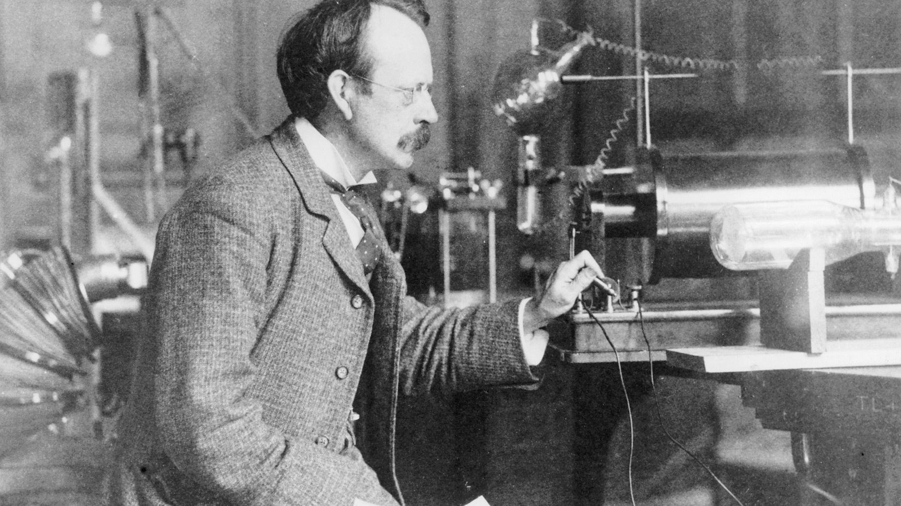基本粒子3|什么是电场?阴极射线在电场下的偏转