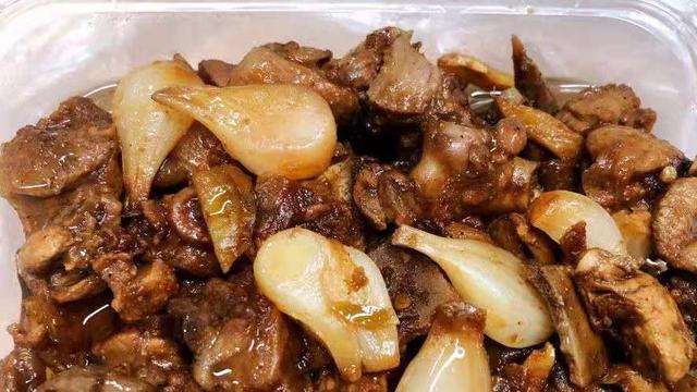"""广西藏在菜市场的""""怪味鸭"""",食客自带饭盒来买,一天能卖200只"""