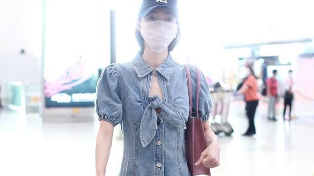 """王丽坤的""""娇女""""身材惹人羡,嫌牛仔裙中心镂空,还用蝴蝶结遮"""