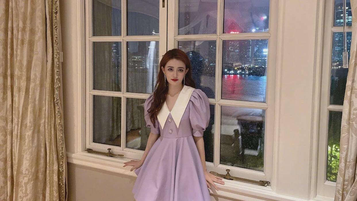 徐璐颜值高挺任性,发色染红不仅没翻车,配紫色少女裙甜得离谱