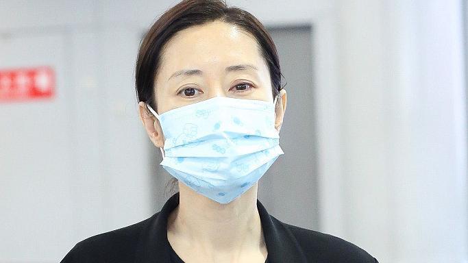 45岁刘敏涛低调现身,状态真实却不扮嫩,黑色套装却更显气质出众