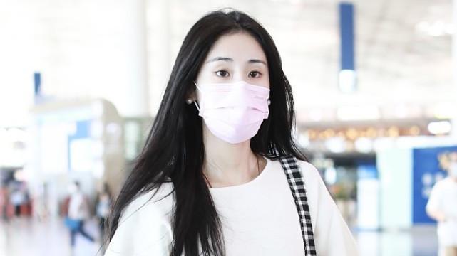 张碧晨的状态真好,穿白色短袖T恤搭小脚裤,清纯模样不减当年!