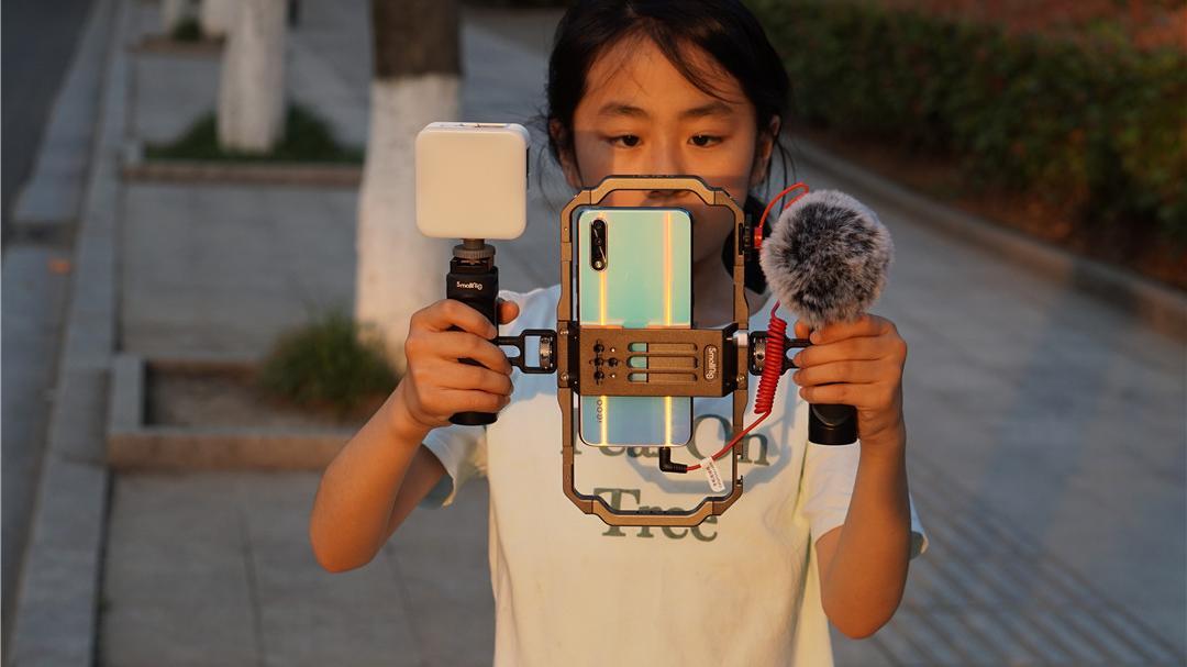 斯莫格手机vlog套装评测:多种组合、安装方便,直播、探店好方便