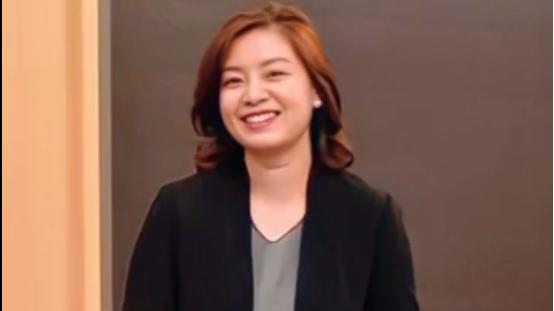 张京这样的女人太有魅力,五官冷淡,但气场十足,男女看了都喜欢