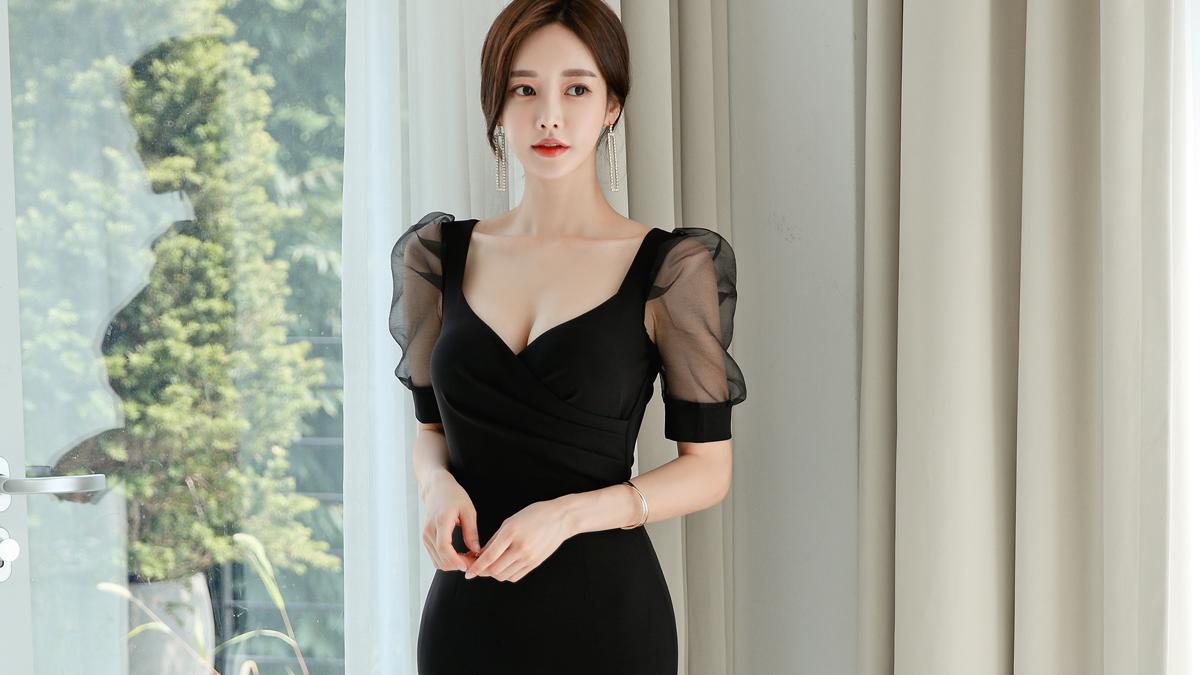 热门时尚女装搭配,2021最新孙允珠时尚写真,黑耀羽翼轻纱灯笼袖古典衣裙