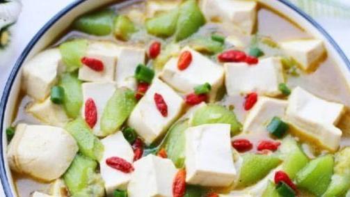 快到秋天了,多给家人做这个汤,营养健康又美味