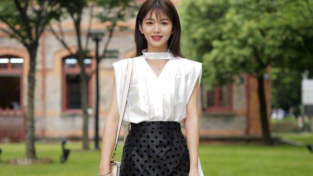"""今夏火了一种穿法,叫""""T恤+仙女裙"""",青春又时尚,小个子也适合"""