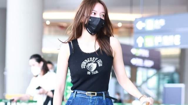 """22岁程潇真时尚,穿无袖背心配高腰阔腿裤,""""奶胖""""身材惹人羡"""