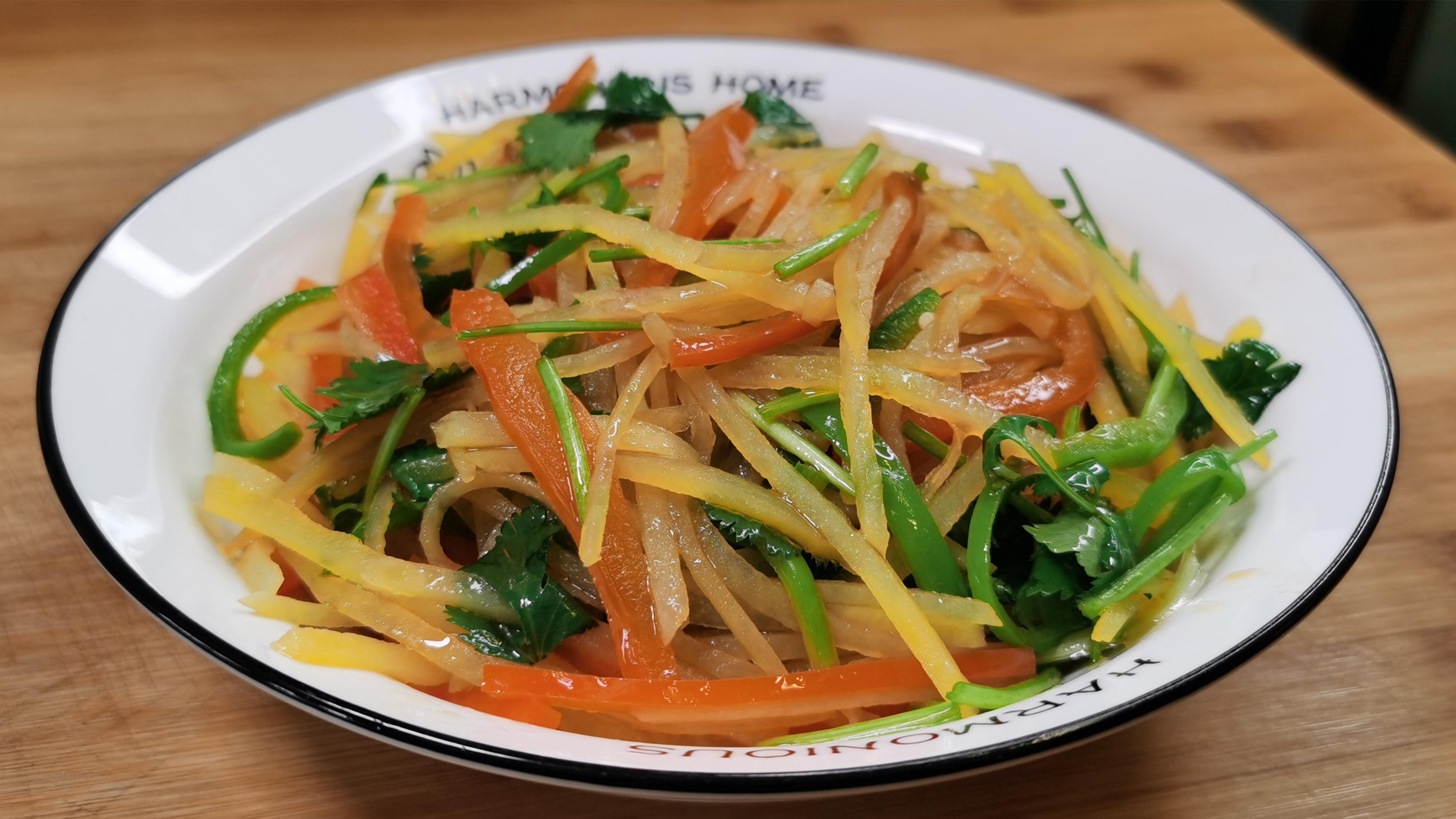 """""""凉拌土豆丝"""",最接地气的家常菜,清脆爽口又开胃,做法简单"""