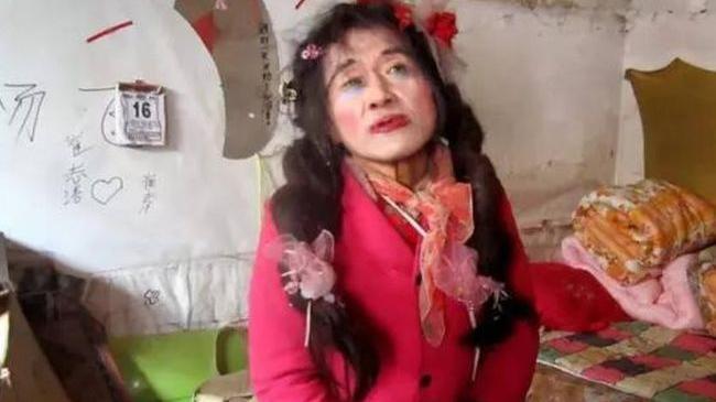 """""""大喜哥""""刘培麟:因爱穿女装惹非议,坚持拾荒20年还债十八万"""