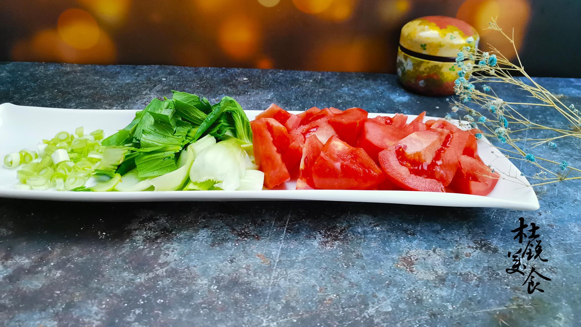 方便面别再煮着吃,没营养还高脂,搭配2物炒一炒,满满维生素
