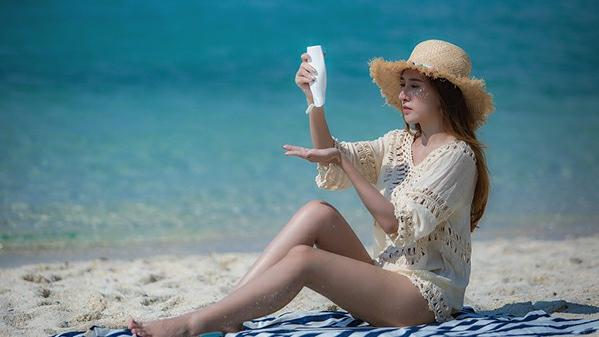 夏天外出游玩要带哪些护肤品?娇本丽庄:防晒有,这一种却少见