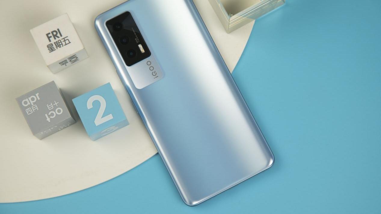 独立显示芯片打破帧率天花板 120帧才是真正的快乐 iQOO Neo5手机评测