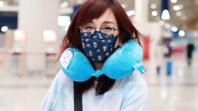 """49岁陈松伶真会穿,""""加绒""""卫衣配长裤超温暖,中年女人更洋气!"""