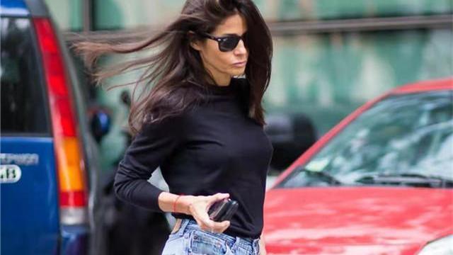 """扔掉你的运动裤!今夏流行这""""4种""""裤子,50+女人穿更时髦减龄"""