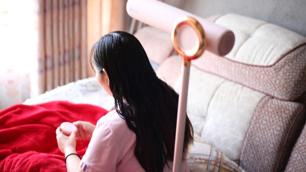 解放双手,时间更自由,品仕乐3D护发立式吹风机