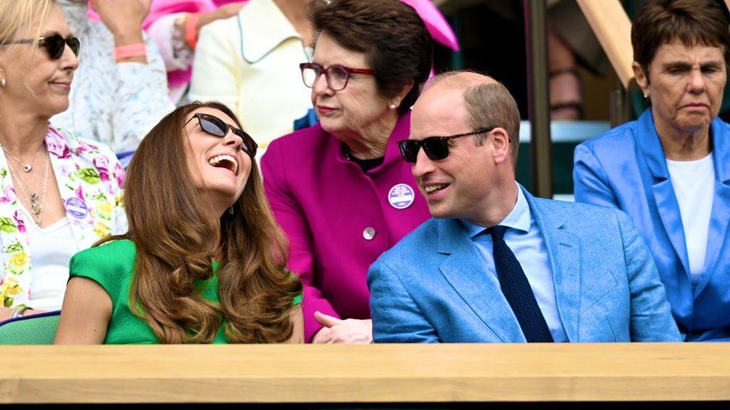 凯特穿仙女裙携夫观温网,不愧为蓝血贵族,皇家发型搭配蓝钻超美