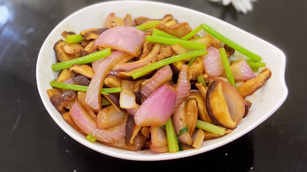 洋葱和它是绝配,每天炒一盘,营养又开胃,软化血管,身体更健康