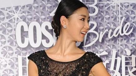 李小萌原装身材比例太出众,穿黑色亮片连衣裙高级洋气,曲线婀娜