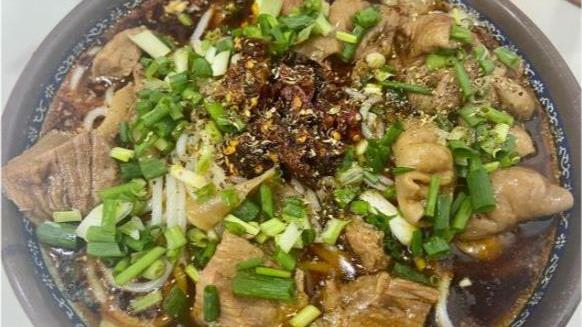 河南郑州一日三餐都能吃的重口美食,17元肉管够,淡季也卖几百碗