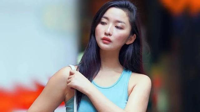 不完美身材如何扬长避短 包臀裙穿搭凸显女人味,抢镜率百分百