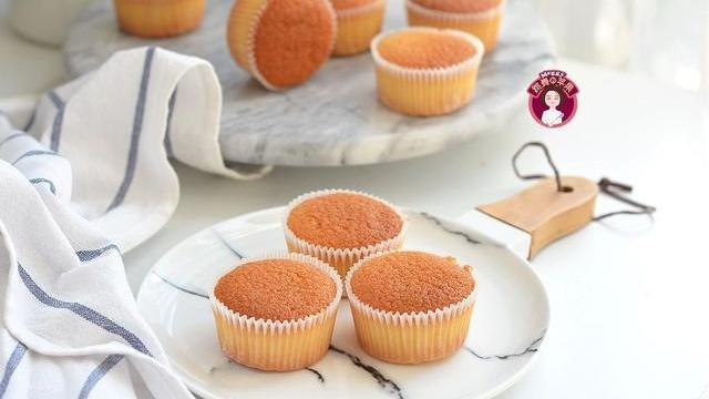 3个鸡蛋1碗面粉,做出12个海绵杯子蛋糕,0添加剂香甜柔软蓬松