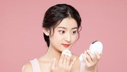 """化妆棉卸妆伤皮肤?这个""""锅""""真不背,不妨了解一下"""