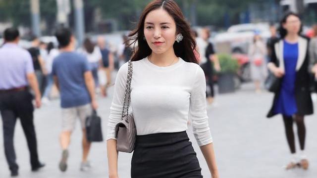 腿型修长的连衣裙美女,选择好看的裙子,显得大气