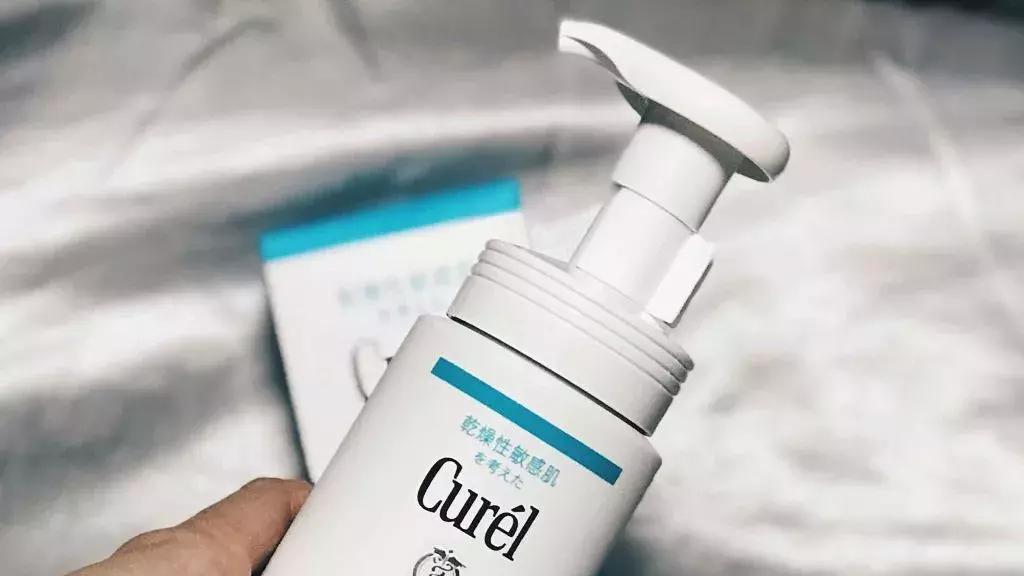 超适合敏感肌的洗面奶推荐:深层清洁补水洗卸二合一,温和不紧绷