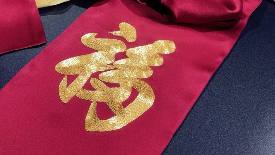 这个春节不送礼,送礼就送这款大红色的福星高照真丝围巾